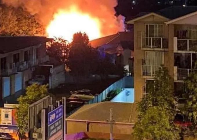 Vụ cháy đêm 3/11 ở khu dân cư Kangaroo Point tại Brisbane, Australia. Ảnh: Supplied.