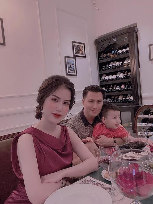 Hương Trần và Việt Anh giữ quan hệ bạn bè sau ly hôn để cùng nuôi dậy con trai.
