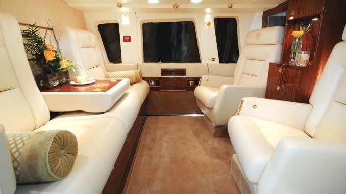 Nội thất bên trong chiếc Sikorsky S76-B của tổng thống Trump. Ảnh: CNBC.