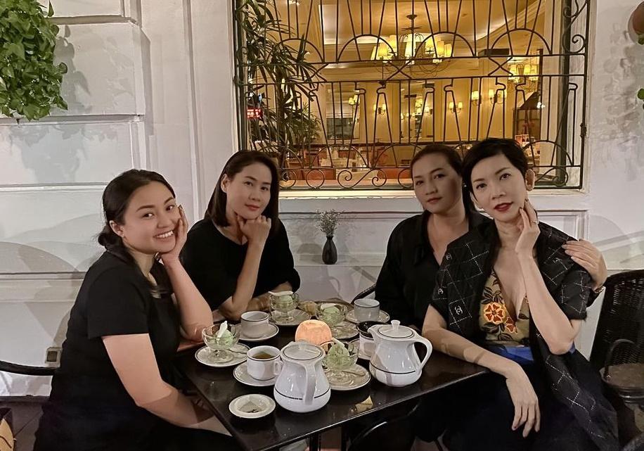 Xuân Lan, Thân Thúy Hà hẹn nhau ăn ốc lề đường Hà Nội