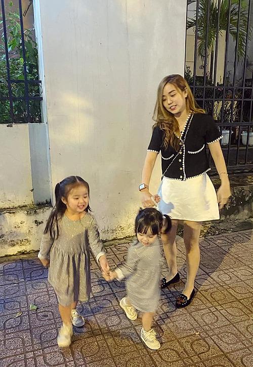 Bảo Ngọc - vợ cũ Hoài Lâm - đăng ảnh bên hai con kèm chia sẻ: Cám ơn hai bạn đã đến với mình để những tháng ngày tuổi trẻ này mình ko cô đơn.