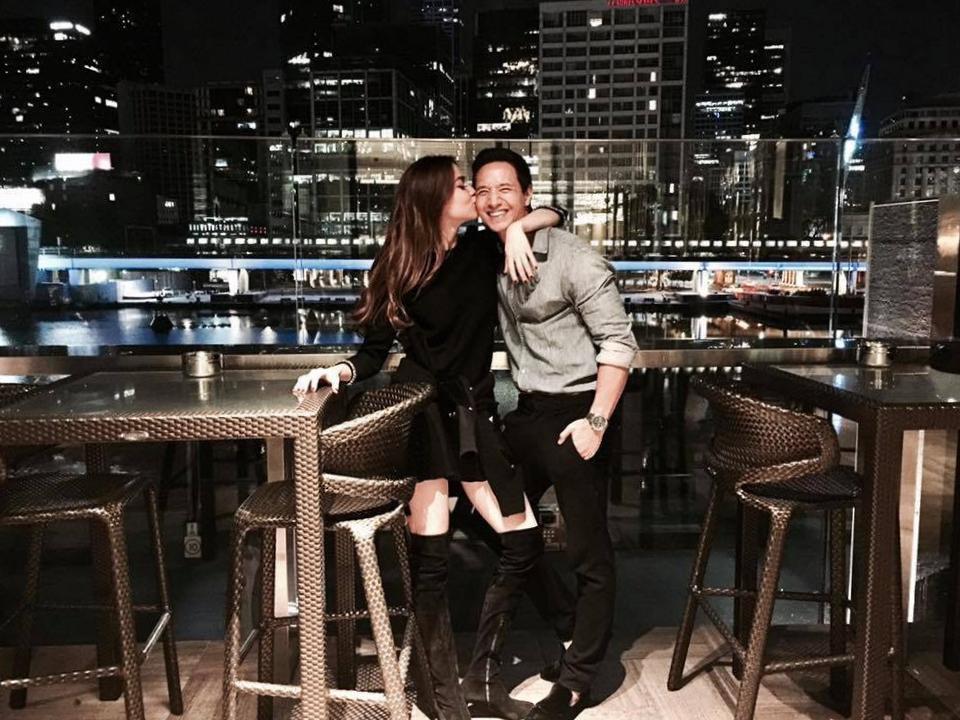 Sau bốn tháng tìm hiểu bí mật, ngày 13/11/2017, Hồ Ngọc Hà chính thức xác nhận mối quan hệ tình cảm với Kim Lý bằng bức ảnh cả hai tình tứ bên nhau.