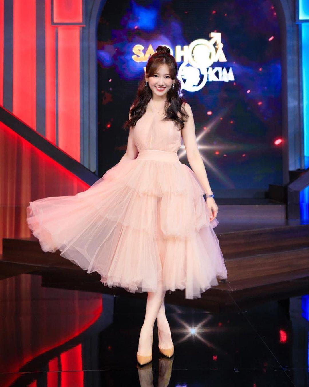 Hari Won ngày càng được khen ngợi về sắc vóc.