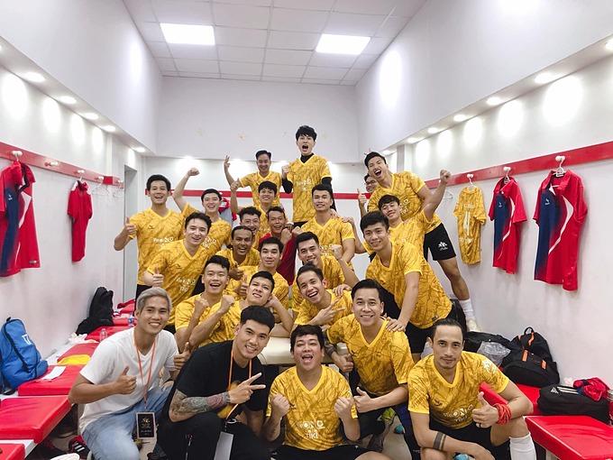 Nhiều sao Việt như ca sĩ Phạm Anh Khoa, Phan Mạnh Quỳnh, Tiến Dũng, Jack... hội ngộ cùng các cầu thủ Văn Hậu, Văn Đức, Hồng Duy.