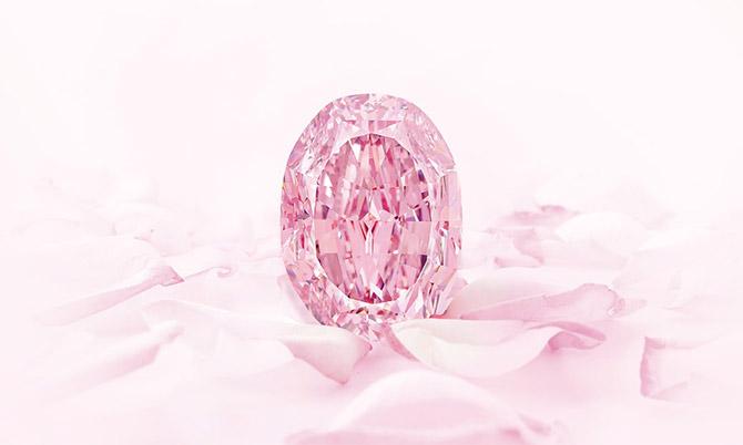 Viên kim cương hồng tím hiếm gặp giá hơn 26 triệu USD