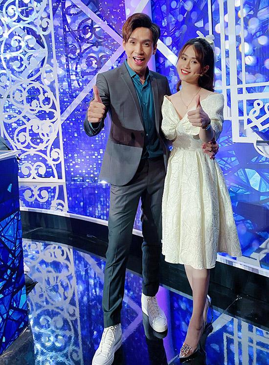 Jee Trần hội ngộ ca sĩ Bạch Công Khanh trong gameshow Ai là bậc thầy chính hiệu.