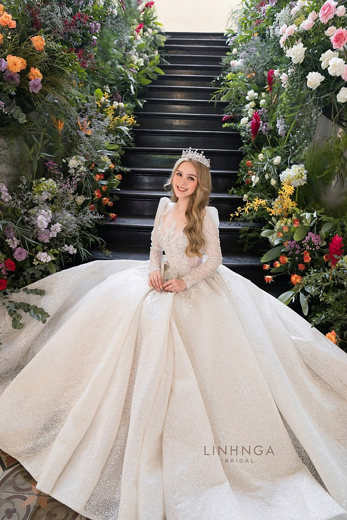 8 bộ váy cưới của bà xã streamer giàu nhất Việt Nam - 8