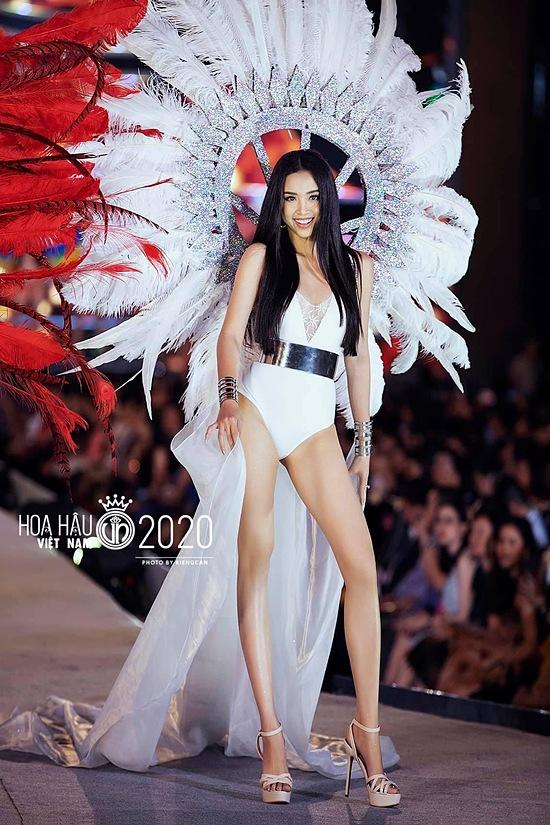 Hiện Thuý An đồng hành cùng các thí sinh Hoa hậu Việt Nam 2020. Cô sẽ khép lại nhiệm kỳ á hậu của mình vào ngày 20/11.