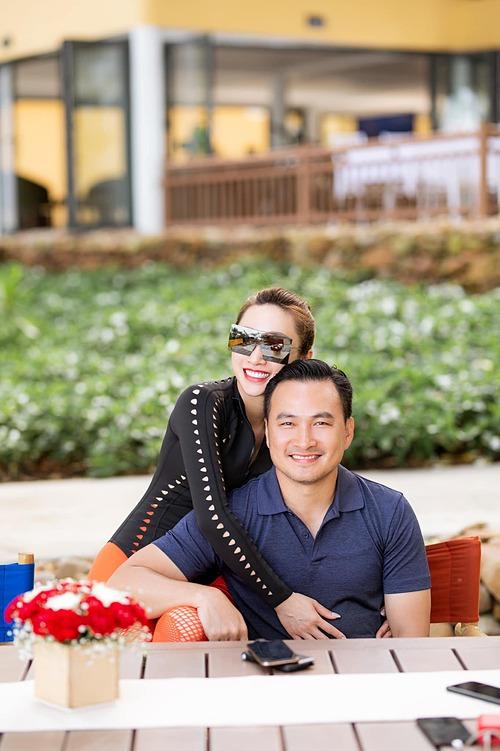 Lý Thùy Chang gọi bạn trai Chi Bảo là báu vật và cảm ơn những sóng gió đã làm cho họ thương nhau hơn , hạnh phúc hơn .
