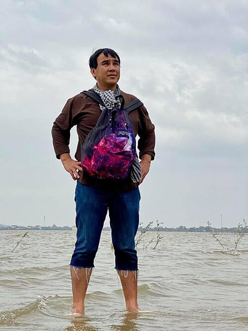 MC Quyền Linh lo lắng cho miền Trung vì phải đón hết cơn bão này đến cơn bão khác.