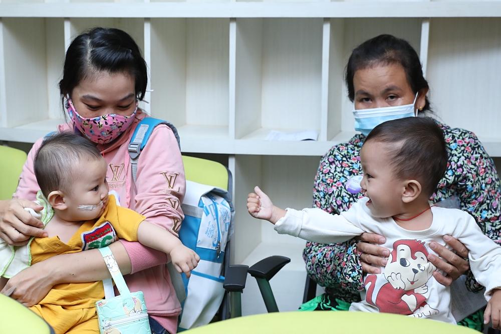 Hương Giang, Đức Tuấn giúp đỡ trẻ em bị dị tật hàm mặt - 8