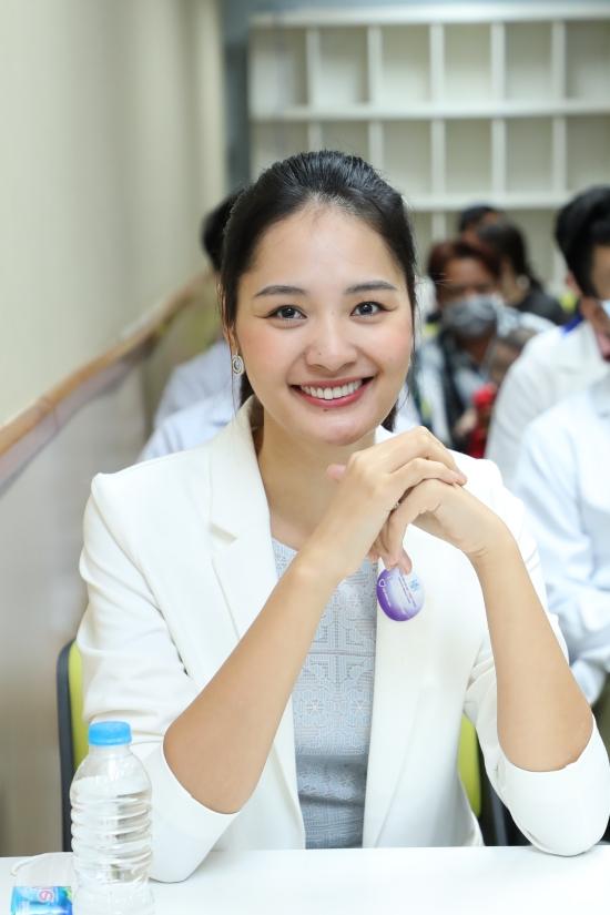 Hương Giang, Đức Tuấn giúp đỡ trẻ em bị dị tật hàm mặt