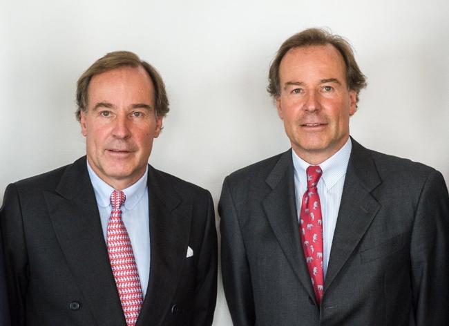 Cặp tỷ phú song sinh Andreas (trái) và Thomas Struengmann. Ảnh: Fiercebiotech.