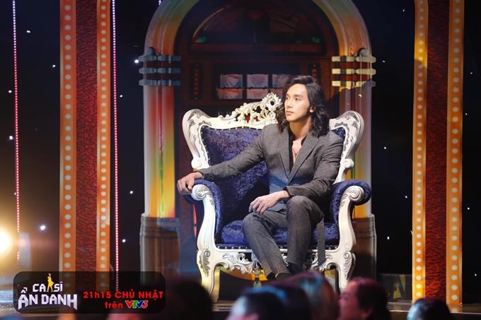 Diễn viên - người mẫu Thuận Nguyễn đóng thế cho ca sĩ - nhạc sĩ Vương Khang.