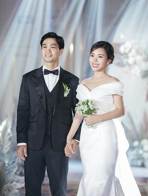 Công Phượng và vợ Viên Minh trong tiệc đính hôn ngày 3/6.