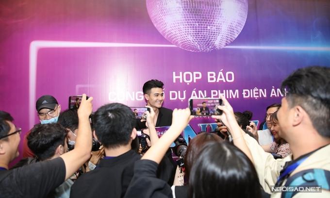 Tuy không góp mặt trong phim Thanh Sói, Vĩnh Thụy thu hút nhiều sự quan tâm khi đến họp báo.