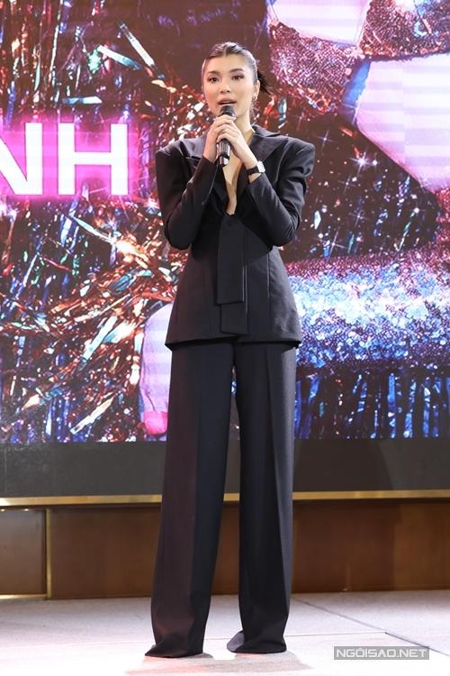 Người mẫu Đồng Ánh Quỳnh - học trò của siêu mẫu Thanh Hằng tại The Face 2017 vượt qua hơn 300 đối thủ để giành được vai chính Thanh Sói.