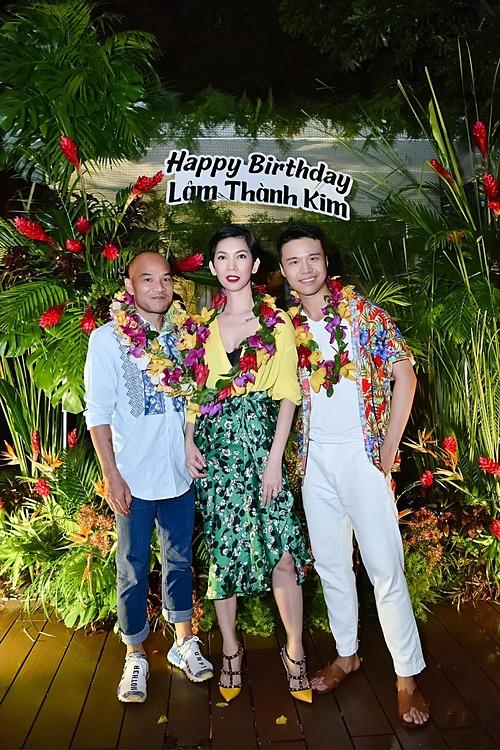 Vợ chồng siêu mẫu Xuân Lan dự sinh nhật một người em thân thiết.