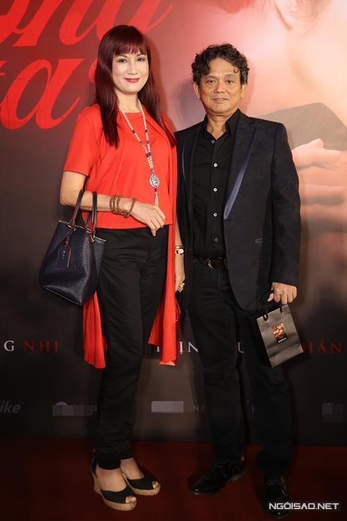 Diễn viên Hiền Mai (trái).