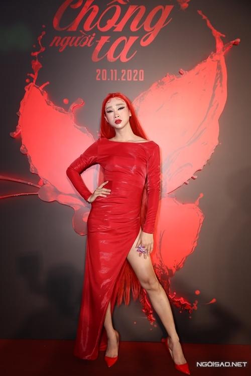 Diễn viên hài Hải Triều hóa trang giả gái giống nhân vật anh đóng trong phim Chồng người ta.