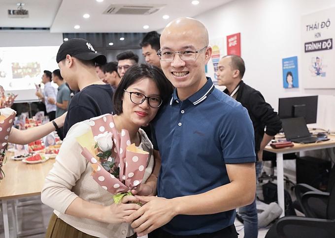 Ông xã của chị Hòa luôn tự hào về vợ.
