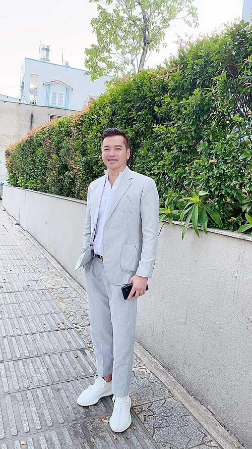 Diễn viên Quang Minh nhắn nhủ bản thân trong ngày sinh nhật: Lại thêm một tuổi nữa rồi. Chỉ cầu mong sao có được sức khỏe để làm việc, bình an vui vẻ sống với đời. Cảm ơn cuộc sống.