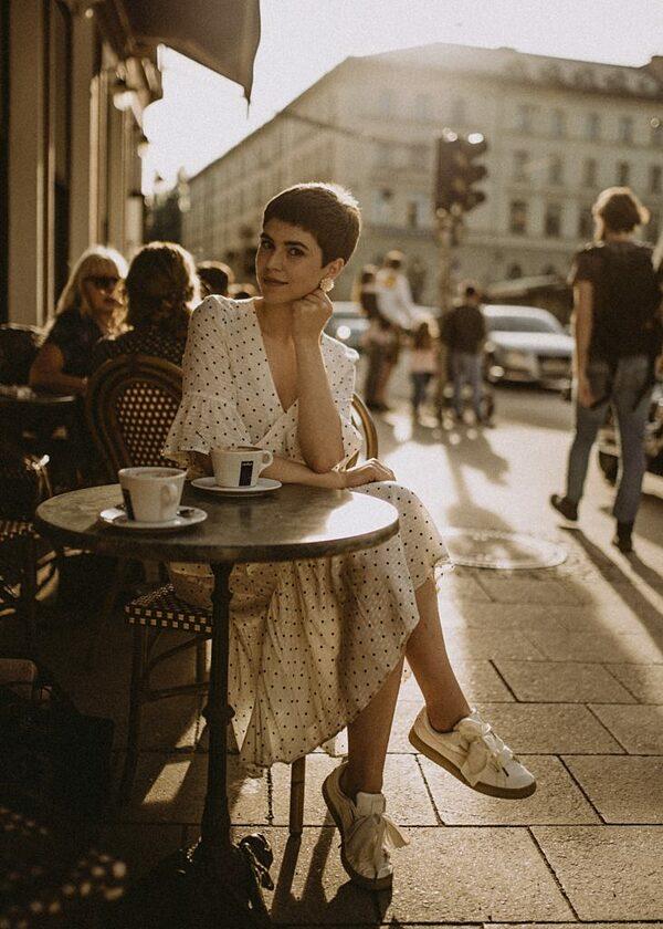 Phụ nữ Pháp không bao giờ ra ngoài với mái tóc còn ướt.