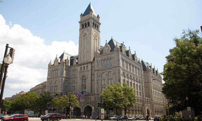 Khách sạn Trump International Hotel của ông Trump ở Washington DC. Ảnh: WSJ.