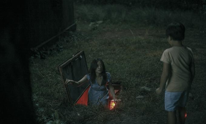 Giọng ca Để Mị nói cho mà nghe có nhiều cảnh bị rượt đuổi, ngã xe, chạy trốn trong phim.