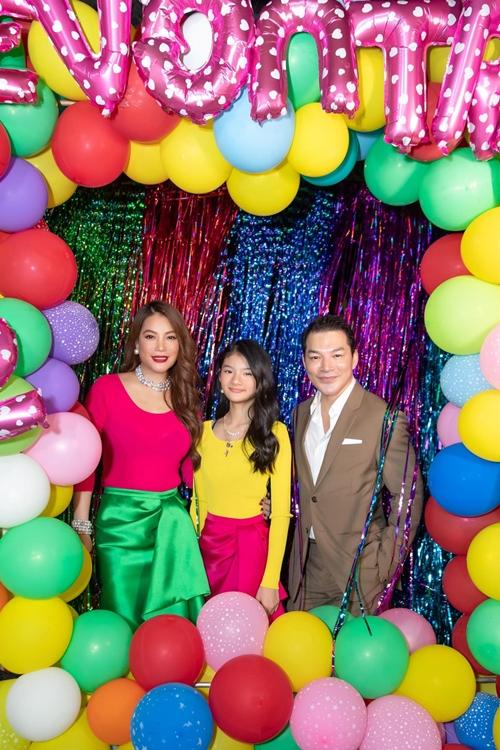 Trương Ngọc Ánh và Trần Bảo Sơn cùng làm tiệc cho con gái Devon Bảo Tiên tại một nhà hàng sang trọng ở TP HCM, mời bạn bè thân của họ cùng bạn bè của con gái tới chung vui.