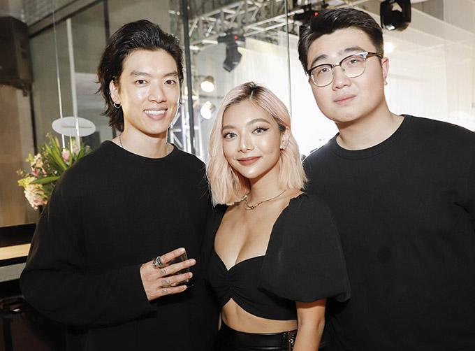 Người đẹp phim Lật mặt: Nhà có khách gặp gỡ người mẫu Brian Trần (ngoài cùng bên trái) và nhiều bạn bè, nghệ sĩ.