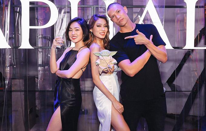 Thảo Nhi Lê nhờ MC Misoa (trái) và TK Nguyễn (phải) giúp cô dẫn dắt bữa tiệc thời trang tối 21/11.