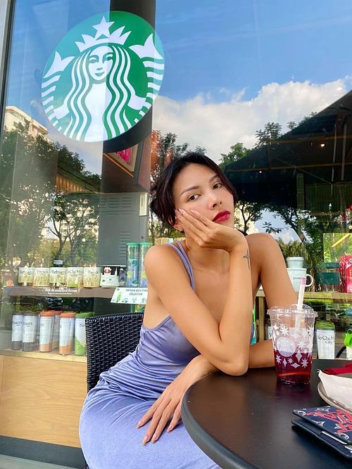 Thích nhất những ngày không cần make up, được sống thật với lứa tuổi đôi mươi của mình, người mẫu Minh Triệu kể.