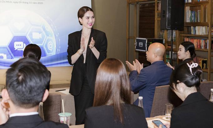 Người đẹp được các cộng sự, đồng nghiệp và đối tác tin cậy, nể trọng bởi tác phong làm việc chuyên nghiệp, tính cách quyết đoán, mạnh mẽ.