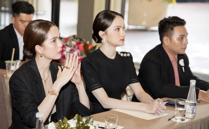 Ngọc Trinh, Hương Giang chăm chú nghe lãnh đạo tập đoàn công bố quyết định bổ nhiệm chức vụ Phó tổng giám đốc truyền thông cho Hoa hậu chuyển giới quốc tế.