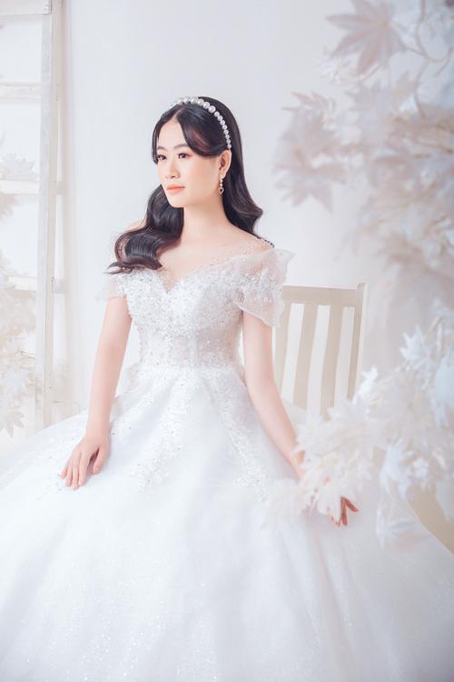 Top 10 Miss World Việt Nam 2019 Trần Đình Thạch Thảo vừa có dịp khoác lên mình trang phục cô dâu tới từ một thương hiệu thời trang trong nước.
