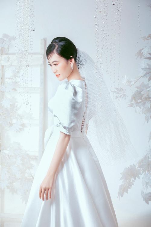 Tay váy phồng giúp nàng dâu giấu đi bắp tay kém thon.