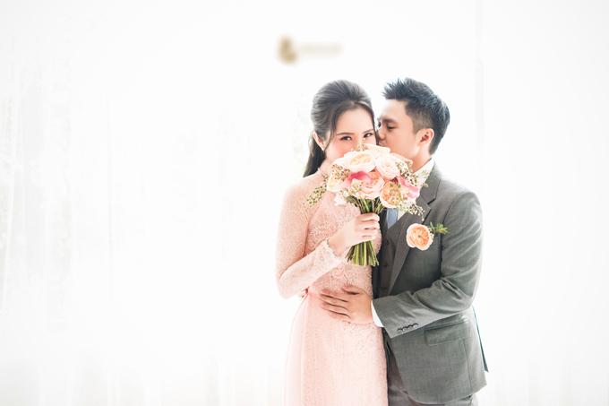 Thiếu gia dành cho cô dâu Primmy Trương nụ hôn tình cảm trong ngày vui.