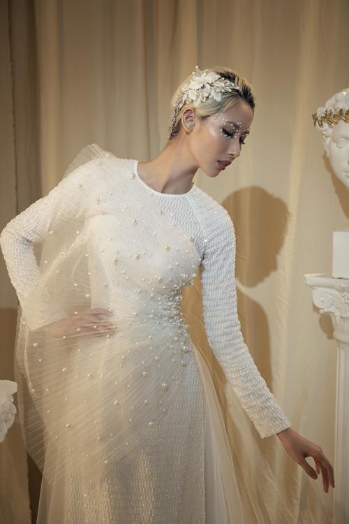 Trong mỗi trang phục mà Minh Châu sáng tạo, anh đều đề cao tính ứng dụng, sự tiện lợi cho người mặc.