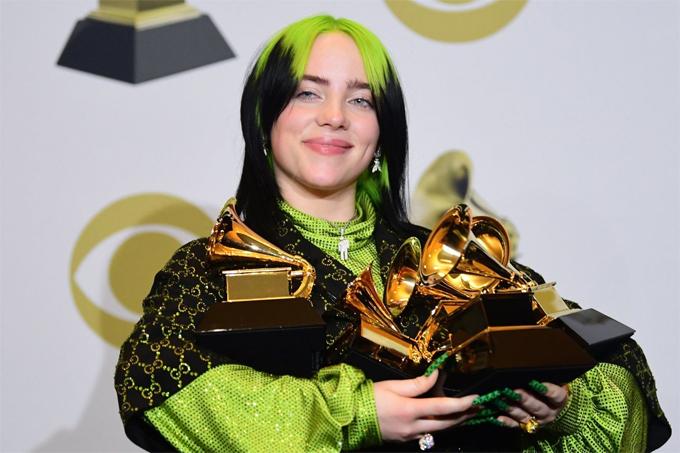 Billie Eilish từng ghi tên vào lịch sử Grammy  là nghệ sĩ trẻ nhất giành cả bốn giải thưởng quan trọng trong cùng một lễ trao giải.