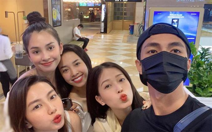 Á hậu Phương Nga được bạn trai - diễn viên Bình An cùng hoa hậu Tiểu Vy, á hậu Thúy An.... dẫn đi ăn mừng sinh nhật muộn.