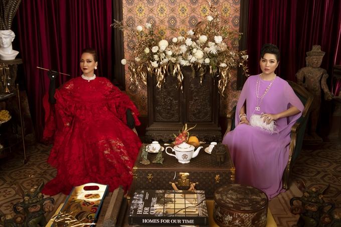 Diễn viên Lê Khánh (phải) vào vai quý bà Tôn Nữ Thục Lan gốc Huế - người có thể trở thành tình địch của nữ chính Lý Lệ Hà. Được yêu thích với các vai hài, đanh đá, nhiều lời, Lê Khánh hiếm hoi trở nên lạnh lùng, cao sang trên màn ảnh.