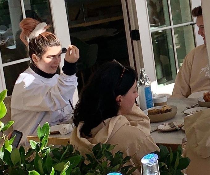 Bella Giannulli đi nghỉ dưỡng ở resort cuối tuần qua.