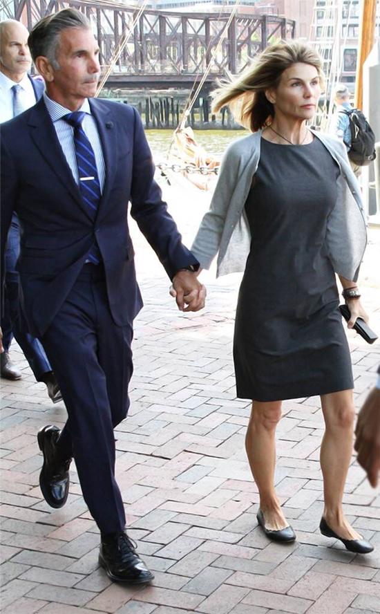 Lori Loughlin và chồng đang thi hành án tù.