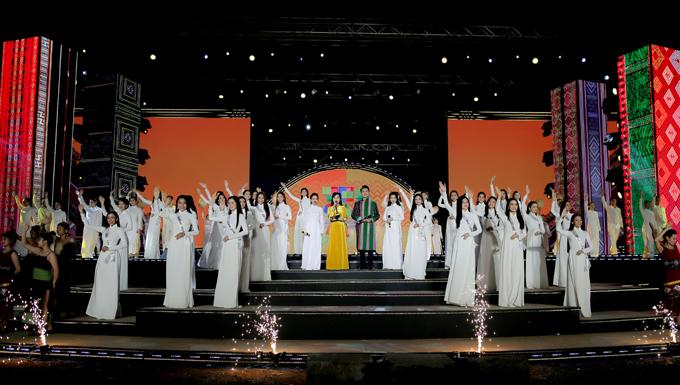 Bán kết Hoa hậu du lịch Việt Nam sẽ diễn ra tối 25/11. Ngày 27/11 các người đẹp trình diễn ở show thời trang chủ đề Thổ cẩm ở rừng thông Đắk Song (Đắk Nông). Chung kết Miss Tourism Vietnam 2020 tổ chức tối 28/11 tại đảo Nổi, thành phố Gia Nghĩa, tỉnh Đắk Nông.