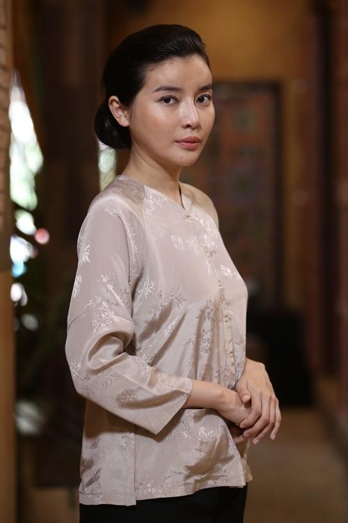 Những ngày cuối năm, Cao Thái Hà bận rộn quảng bá cho phim điện ảnh Kiều và lo việc kinh doanh, nhưng cô cố gắng thu xếp thời gian để nhận phim truyền hình - lĩnh vực tạo tên tuổi cho cô. Tham gia phim này trong vài tháng ở miền Tây, nữ diễn viên sẵn sàng từ chối nhiều hợp đồng quảng cáo.