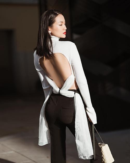 Người đẹp xây dựng hình ảnh một fashionista cá tính, sang trọng, tối giản và tinh tế. Cô thường xuyên lựa chọn trang phục của các nhà thiết kế nổi tiếng như Đỗ Mạnh Cường, Hà Linh Thư...