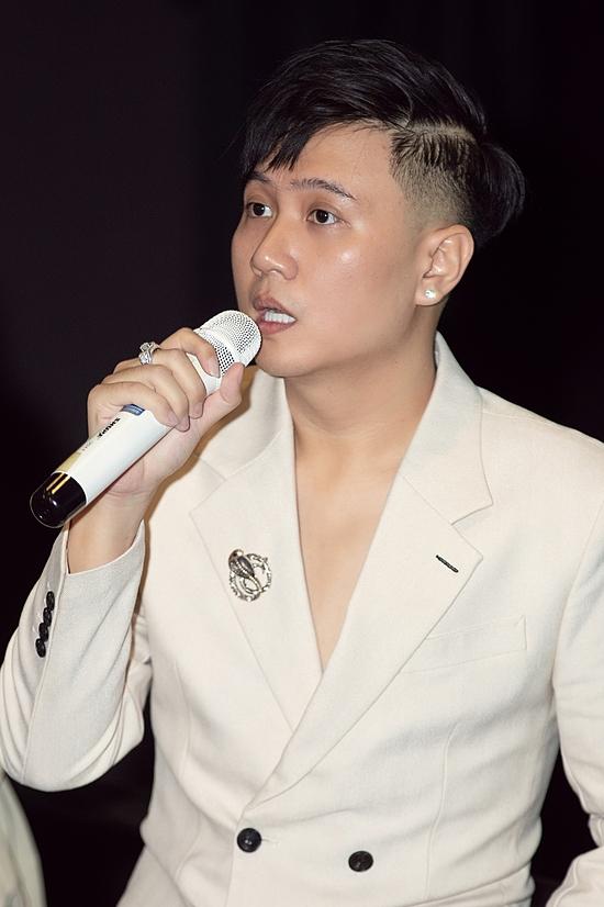 Ca khúc do Vương Anh Tú sáng tác, thuộc thể loại ballad. Trước đó, cả hai hợp tác với ca khúc: