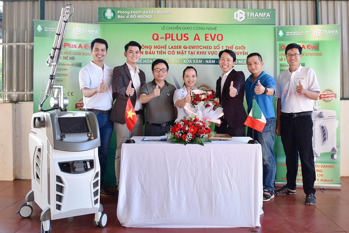 Bác sĩ Đỗ Hương rất hài lòng với kết quả điều trị mà Q-PLUS A EVO mang lại cho bệnh nhân.