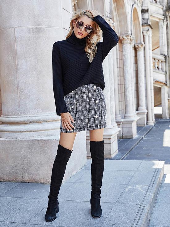 Trong mùa đông, những cô gái không thích quàng khăn thường ưu tiên áo cổ lọ để đối phó với thời tiết giá lạnh.